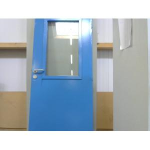 Porte bleue avec Fenêtre