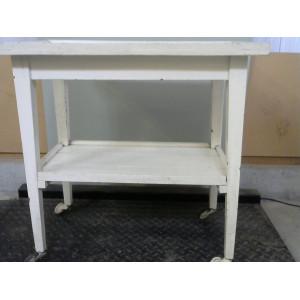 Table blanche à roulettes