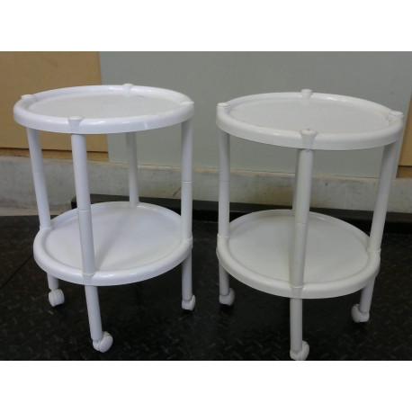 Petites tables en plastiques blanc