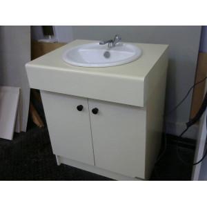 Meuble de salle de bain avec lavabo
