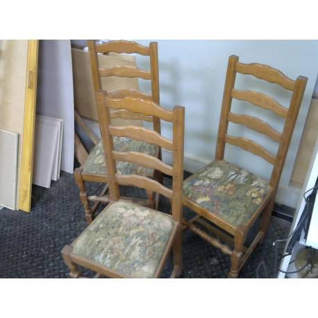 Lot de 3 chaises en bois