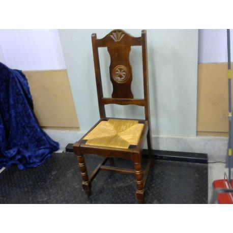 Lot de 6 chaises dont 1 sans assise