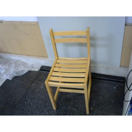 Chaise en bois clair
