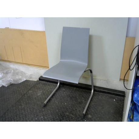 Chaise grise pied en métal