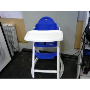 Chaise haute blanche et bleue