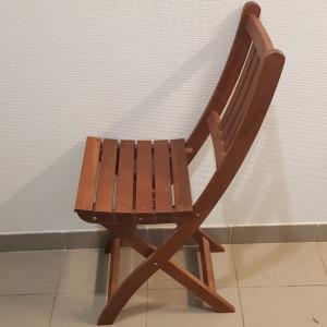 Petite chaise pliante en bois