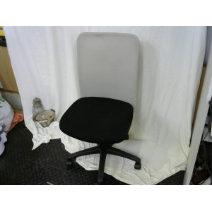 Chaise de bureau noire dossier gris