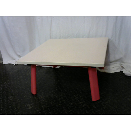 Table basse rose