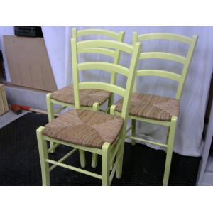 Lot de trois chaises vertes