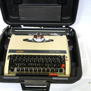 Machine à écrire BROTHER
