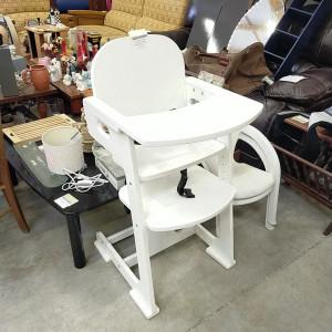 Chaise haute blanche en bois
